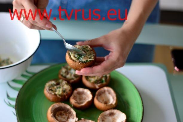 заполняем грибы начинкой